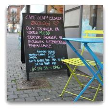 Glad er en 100 % økologisk og veganer-venlig café. (Frederiks Alle 127. 8000 Aahus C.)