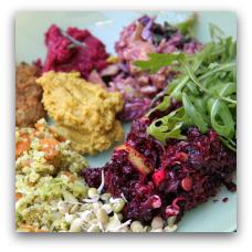 Café Ganefryd er en 100 % økologisk, vegetarisk og veganer-venlig café i Borggade 16. 8000 Aarhus C..