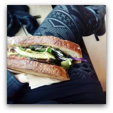 Toast it har en Veggie Toast på menuen, som laves super lækker vegansk ved forespørgsel. (Klostergade 68, 8000 Aarhus C.)