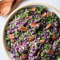 Rødkålssalat med quinoa, pecannødder og appelsindressing ♡