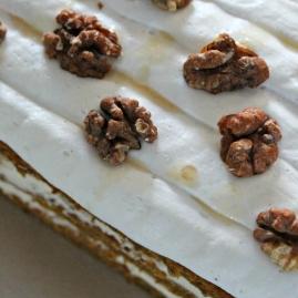 Gulerodslagkage med vaniljefyld og flødeskum ♡