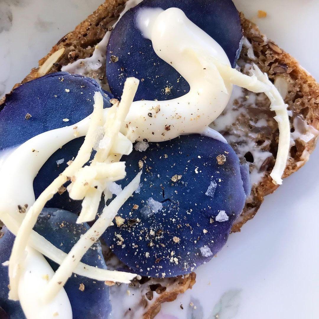 Blå kartofler med mayo